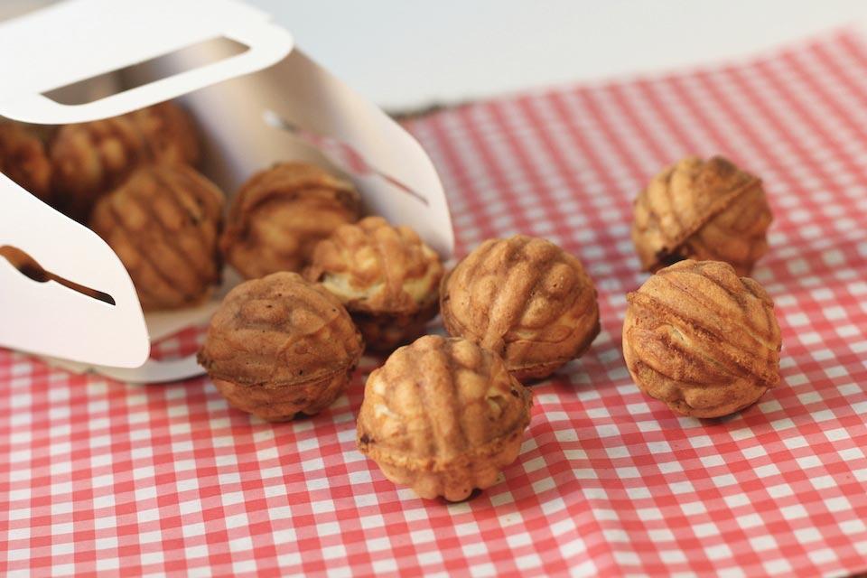 Hasil gambar untuk waffle bentu walnut korea